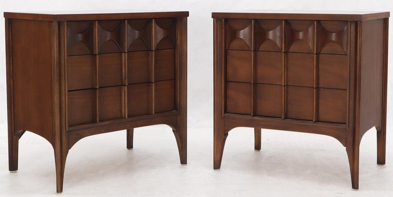Mid-Century Modern Pair of 3 Drawers Rosewood and Walnut End Side Table For Sale
