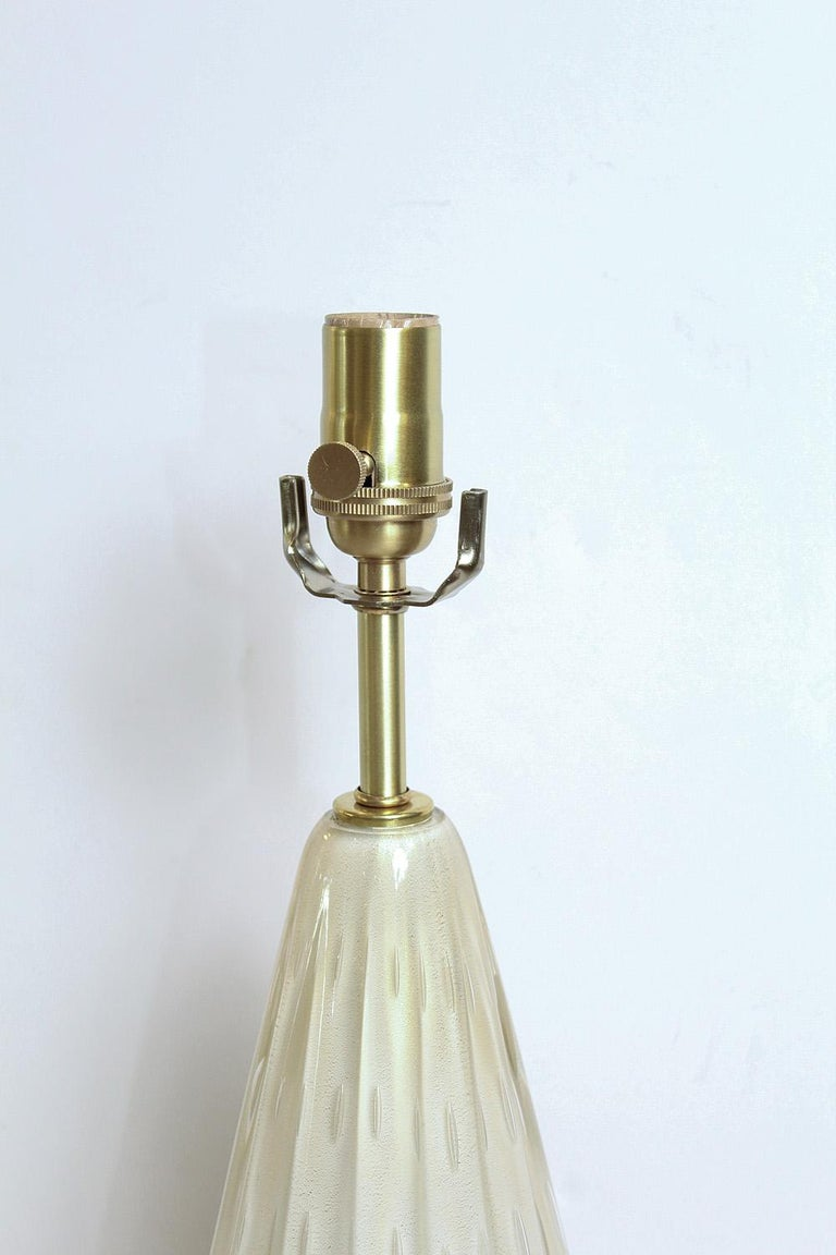 Mid-Century Modern Pair of 50's Barbini White Gold-Dusted Bollicante Murano Lamps For Sale