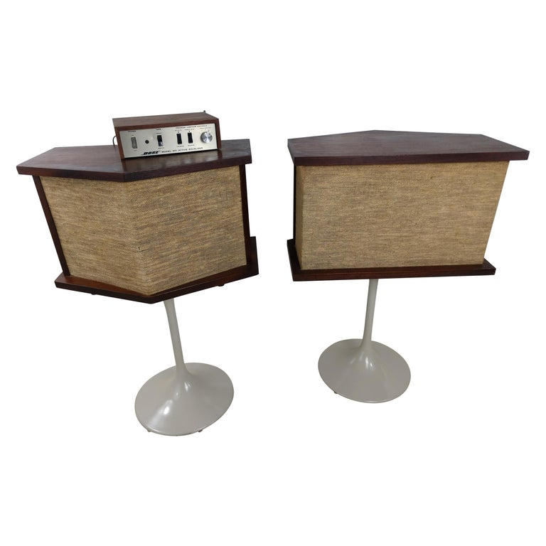 Pair of 901 Bose Speakers on Saarinen Tulip Bases and Equalizer, 1968 For Sale
