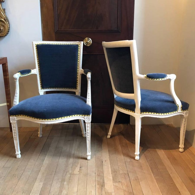 Pair of Adam Gessoed Armchairs In Good Condition In New York, NY