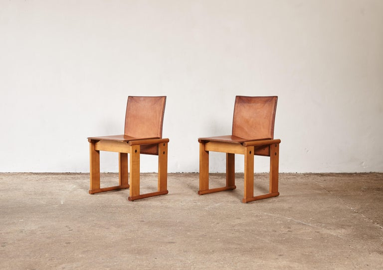 Pair of Afra & Tobia Scarpa Dining Chairs for Molteni, Italy, 1970s In Good Condition For Sale In London, GB