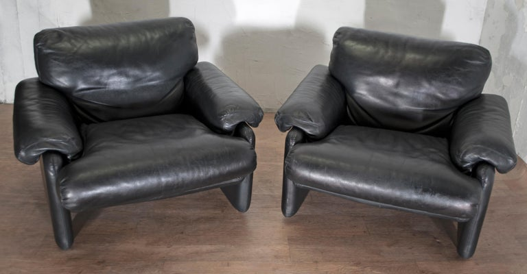 This pair of armchairs upholstered in genuine black leather were designed by Tobia & Afra Scarpa and produced by B&B Italia in the 1960s, using the injection molding technology discovered in London by Busnelli.