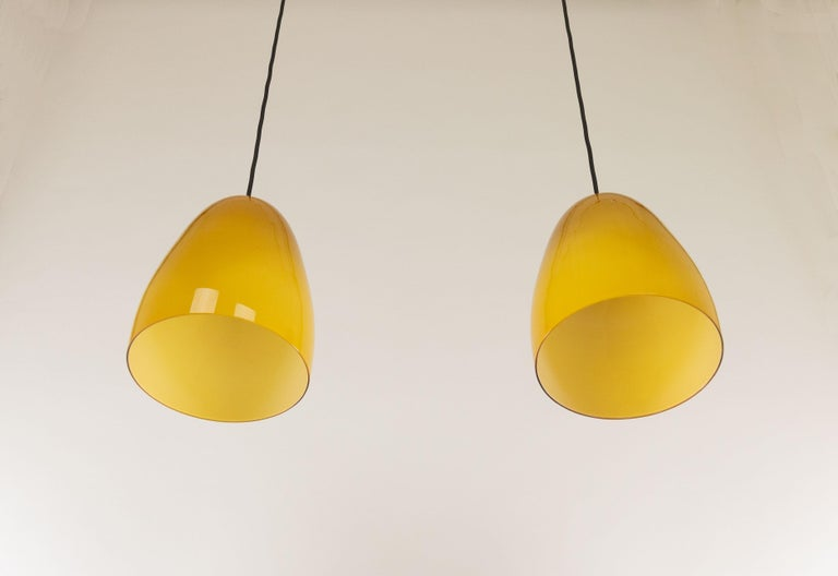 Pair of Amber Murano Pendants by Massimo Vignelli for Venini, 1950s In Good Condition For Sale In Rotterdam, NL