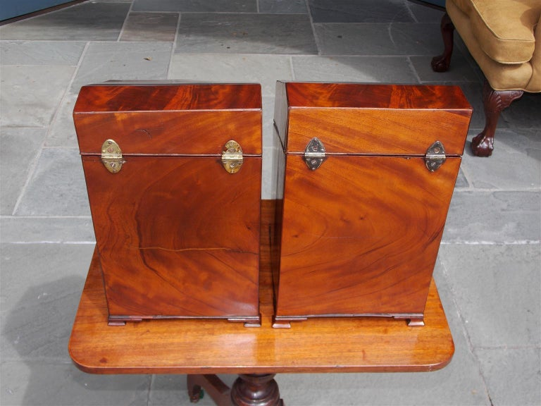 Pair of American Mahogany Serpentine Cutlery Boxes with Silver Mounts , C. 1790 For Sale 5