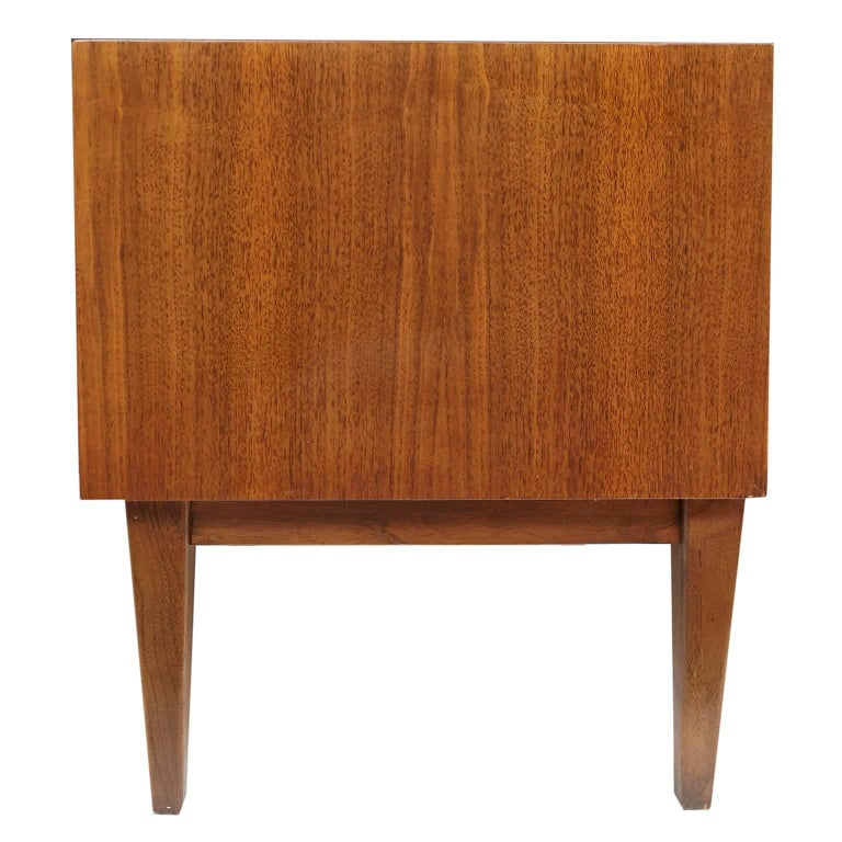 20th Century Pair of American of Martinsville Mid-Century Modern Night Stands or End Tables For Sale
