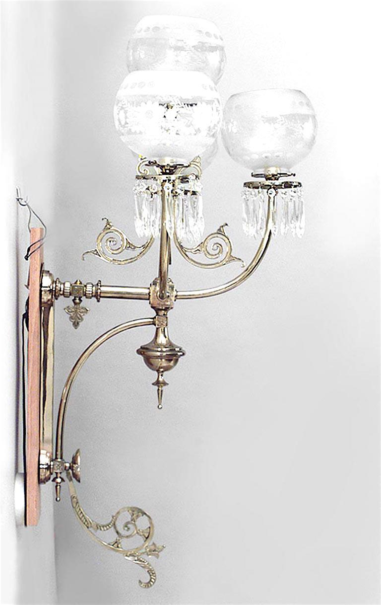 Pair of American Victorian Brass and Glass Globe Wall Sconces In Good Condition For Sale In New York, NY