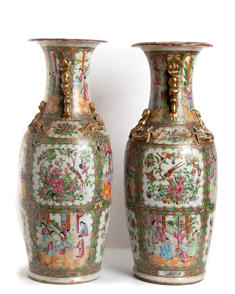 Pair of Antique Balustrade Porcelain Vases, Qing Dynasty China In Good Condition For Sale In Roma, IT