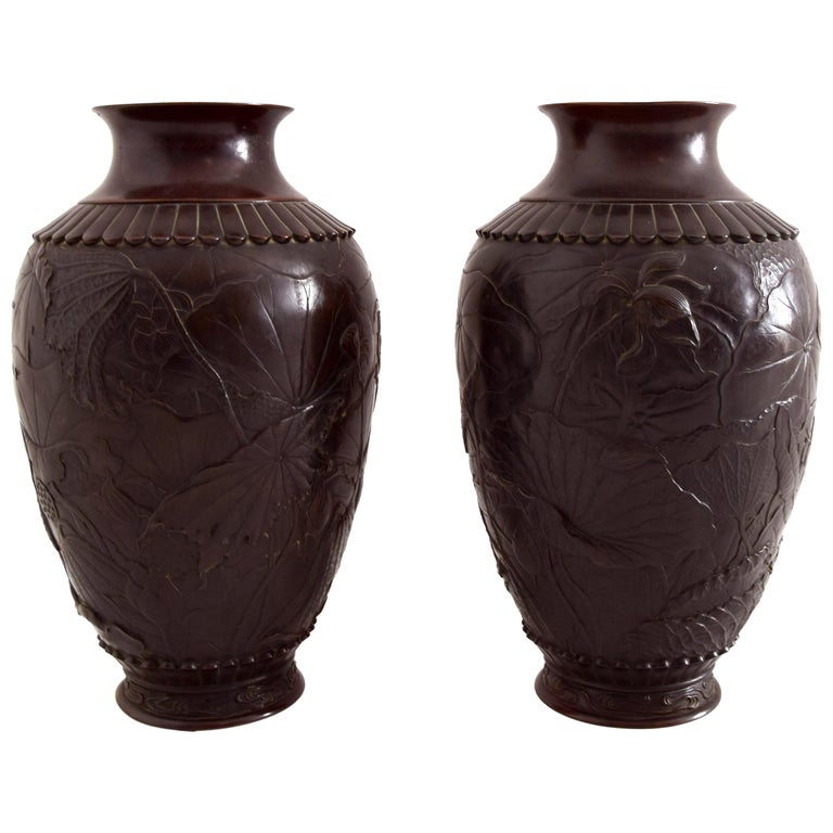 Pair of Ancient Japanese Vases, 19th Century For Sale