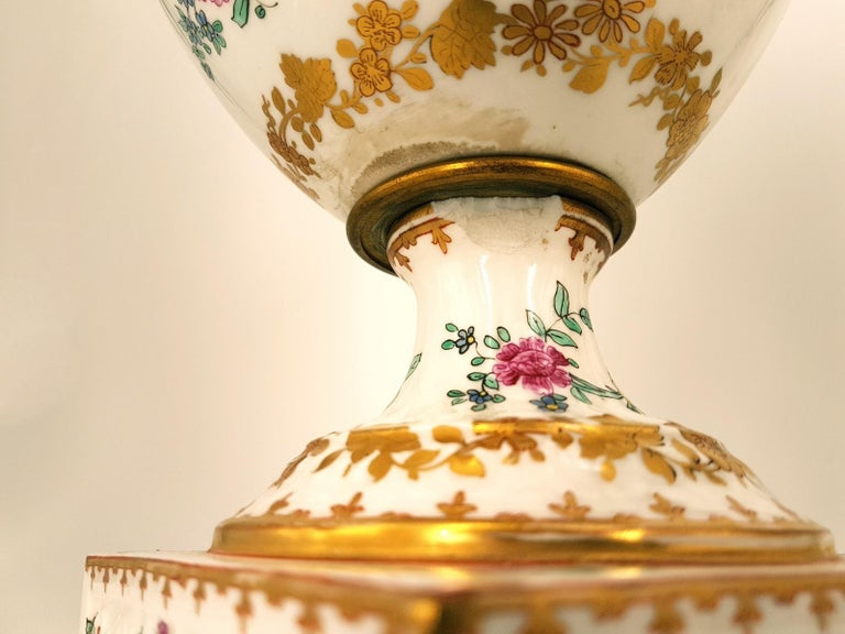 Italian Pair of Ancient White Crater Vases, Italy, 19th Century For Sale