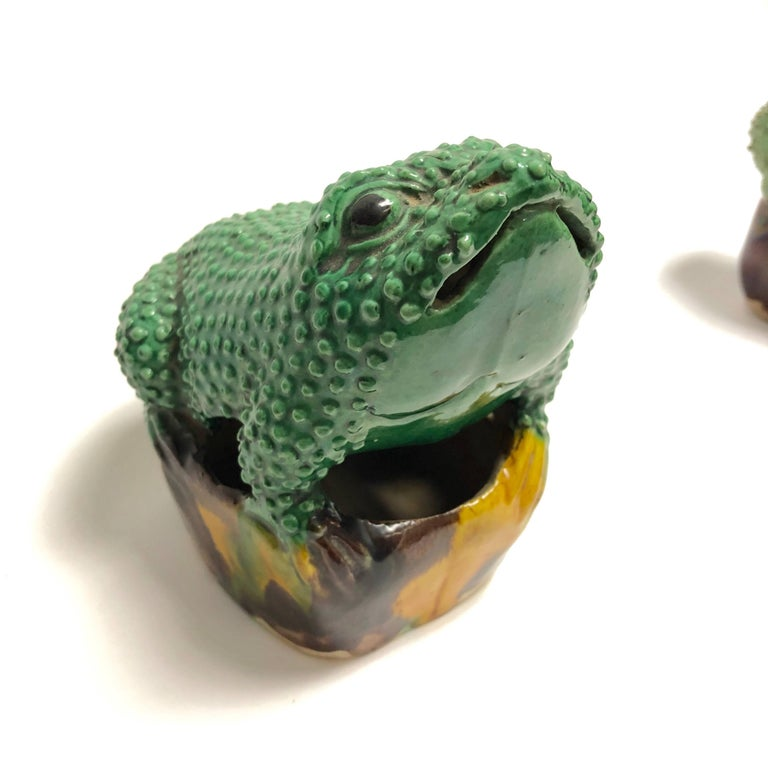 Pair of 19th Century Chinese Porcelain Famille Verte Egg/Spinach Glazed Frogs For Sale 6