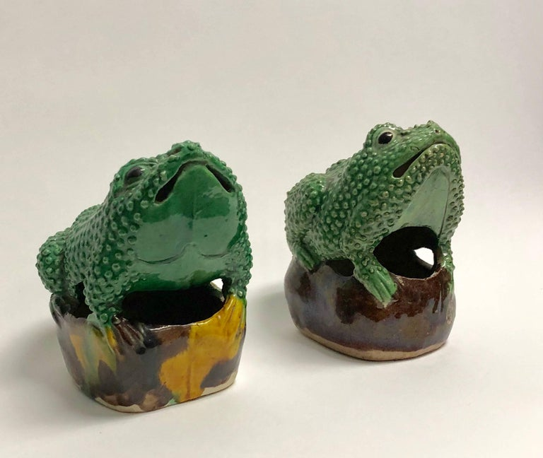 A pair (two frogs), antique 19th century porcelain famille vert egg and spinach glaze brush washer stylish with frogs each perched on a rock. Each frog was individually designed and crafted in shades of green, brown and yellow. Underneath, inside
