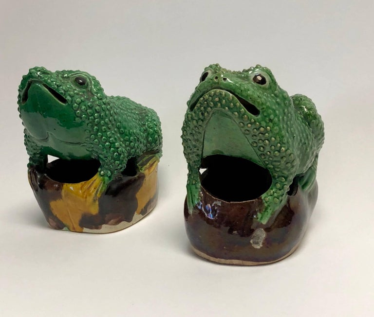 Pair of 19th Century Chinese Porcelain Famille Verte Egg/Spinach Glazed Frogs In Good Condition For Sale In Geneva, IL