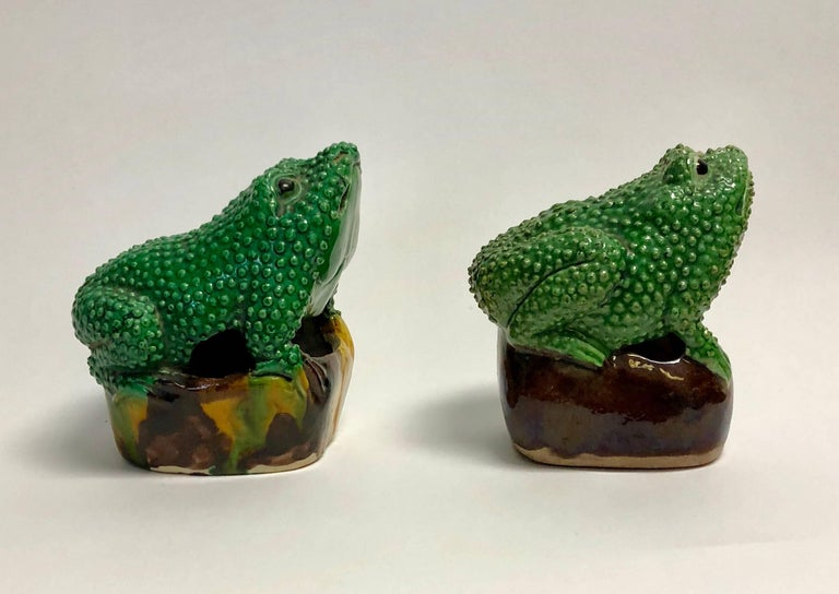 Pair of 19th Century Chinese Porcelain Famille Verte Egg/Spinach Glazed Frogs For Sale 1