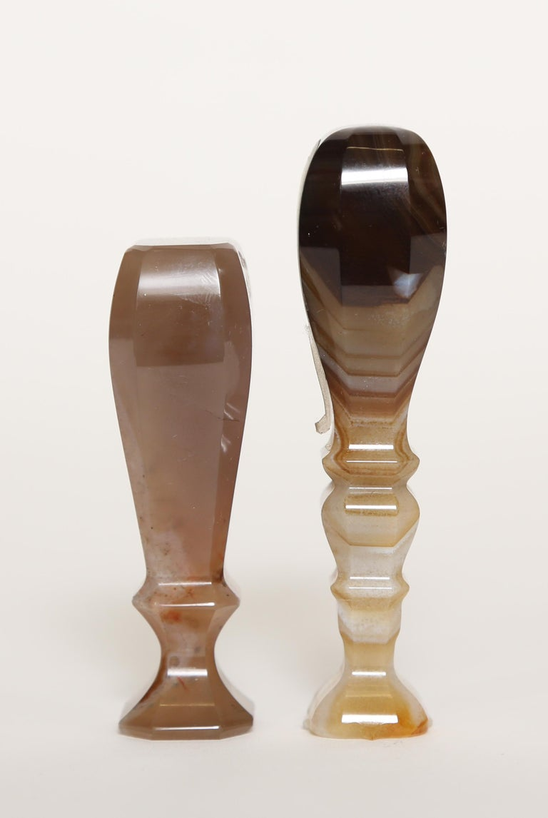 Pair of antique semi-precious Scottish banded agate table wax seals for sealing letters. They are hand carved in natural soft tans, browns and white. One has an eight side base and shows the quartz crystals clearly in the handle. The taller seal has