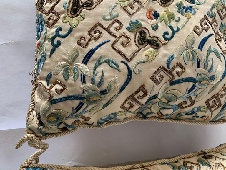Pair of Antique Chinese Embroidered Silk Textile Pillows In Good Condition For Sale In Stamford, CT