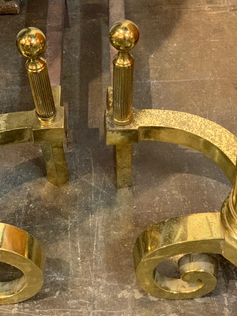 Pair of Antique Continental Brass Fluted Andirons In Good Condition For Sale In Dallas, TX