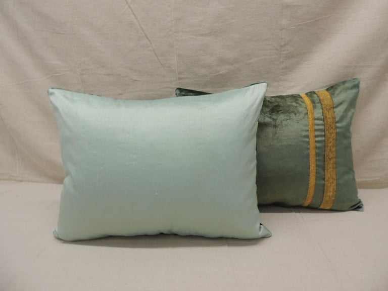 Pair of Antique Crushed Velvet Green and Gold Bolsters Decorative Pillows In Good Condition For Sale In Wilton Manors, FL