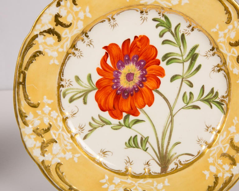 Pair of Antique Dishes with Single Hand-Painted Flower circa 1825 In Excellent Condition For Sale In Katonah, NY