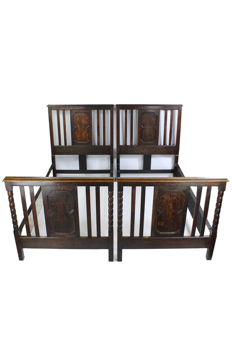 Pair of Antique Edwardian Oak Single Twin Beds, US Twin Size Bedsteads In Good Condition For Sale In Leeds, West Yorkshire