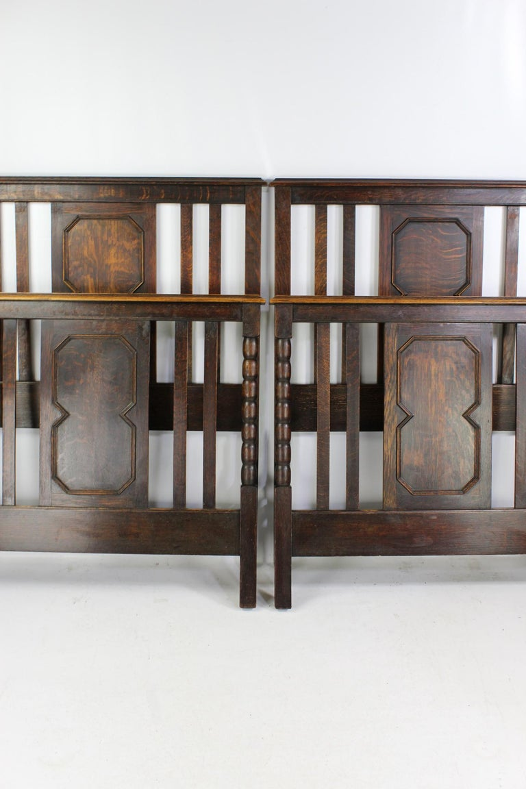 Pair of Antique Edwardian Oak Single Twin Beds, US Twin Size Bedsteads For Sale 2
