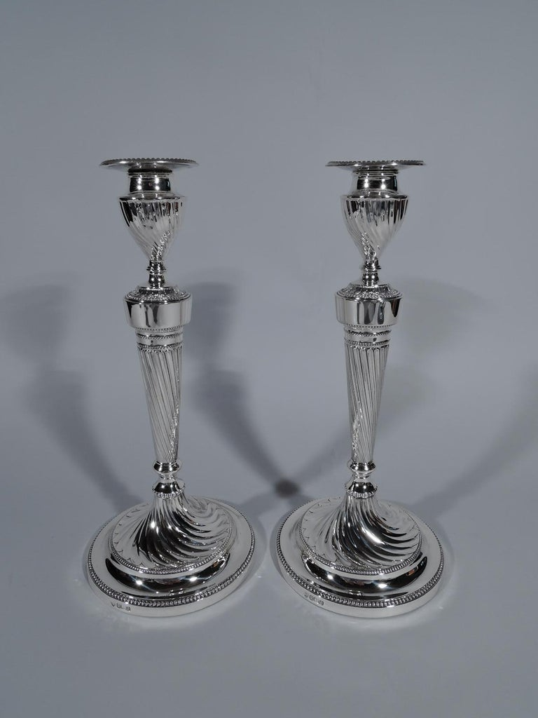 Pair of Antique English Edwardian Sterling Silver 5-Light Candelabra In Excellent Condition For Sale In New York, NY