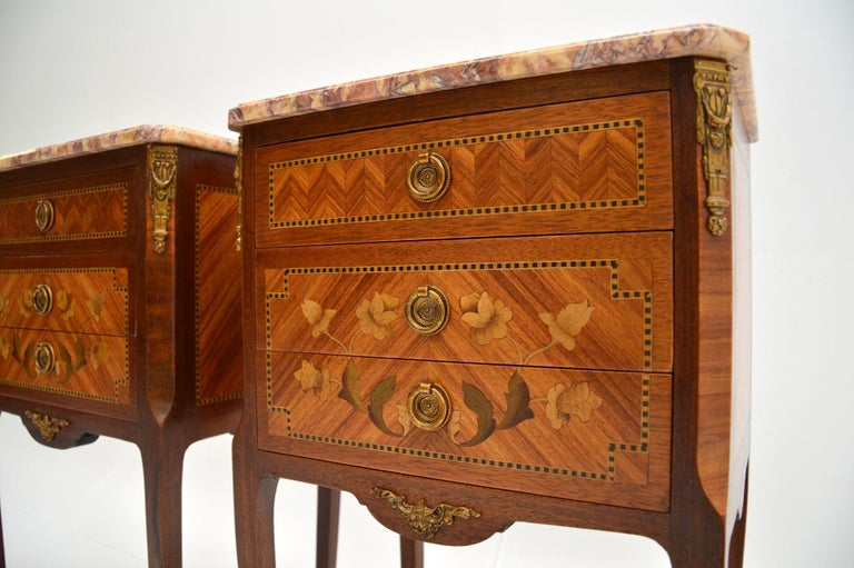 Pair of Antique French Inlaid Marble Top Bedside Chests In Good Condition For Sale In London, GB