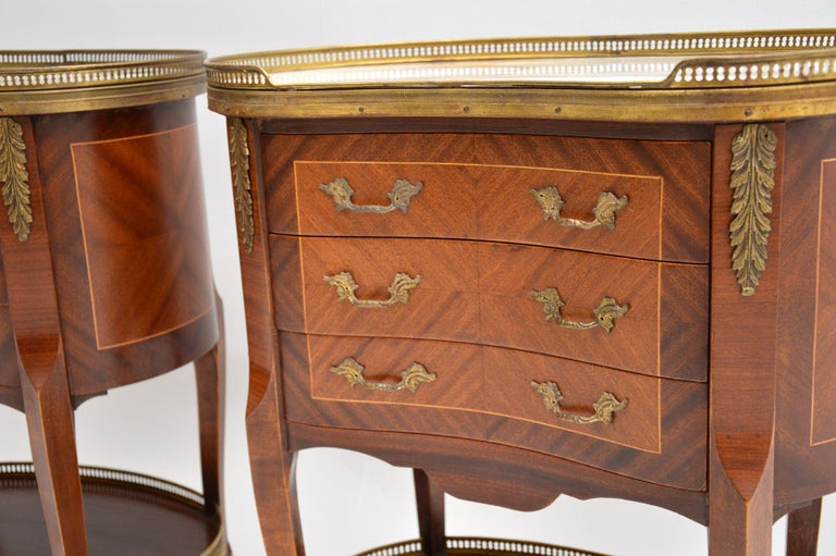 Kingwood Pair of Antique French Marble-Top Kidney Side Chests For Sale