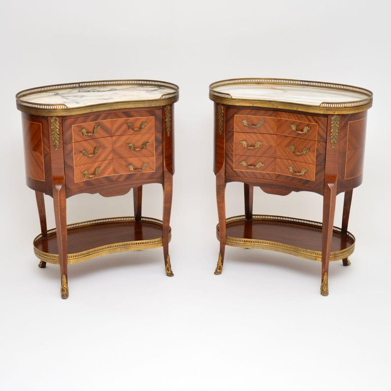 Pair of Antique French Marble-Top Kidney Side Chests For Sale 3