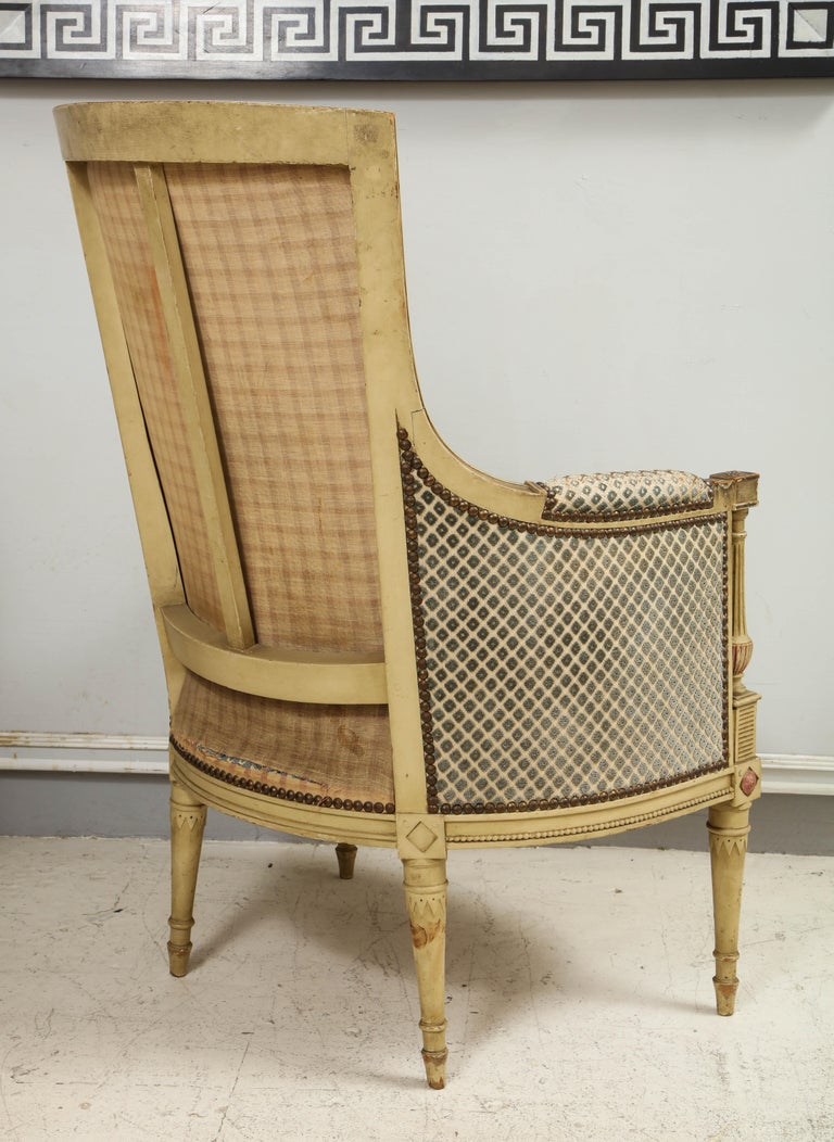 Pair of Antique Painted Directoire-Style Bergeres In Good Condition For Sale In New York, NY