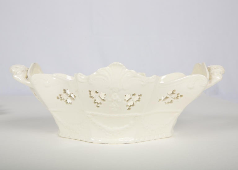 Pair of Antique Pierced Creamware Baskets and Stands In Excellent Condition For Sale In New York, NY