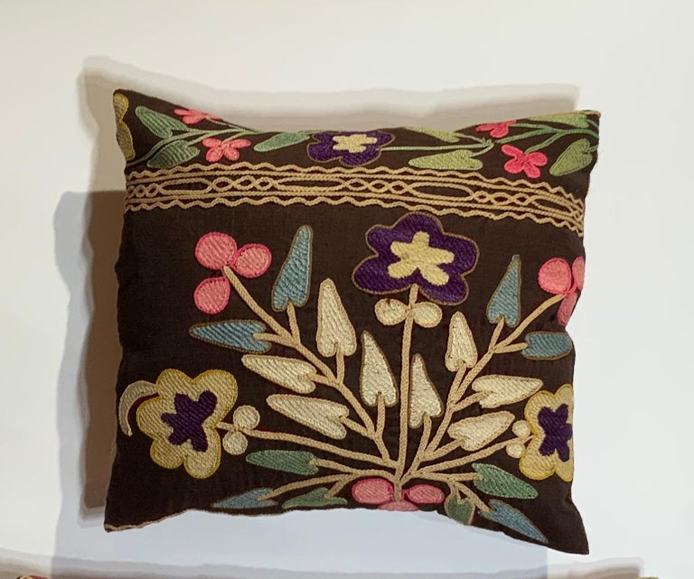 Pair of Antique Suzani Pillows In Good Condition For Sale In Delray Beach, FL