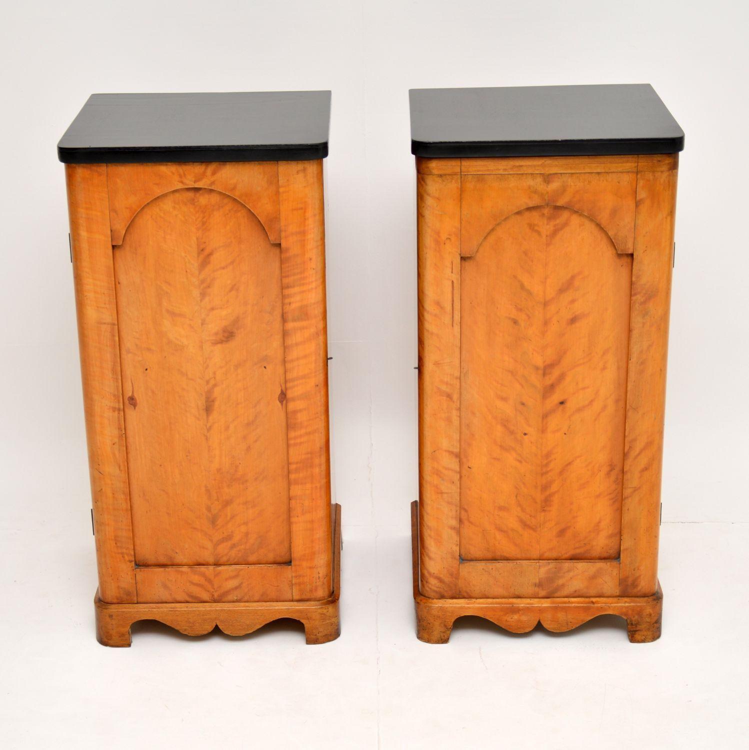 Picture of: Pair Of Antique Swedish Satin Birch Bedside Cabinets For Sale At 1stdibs