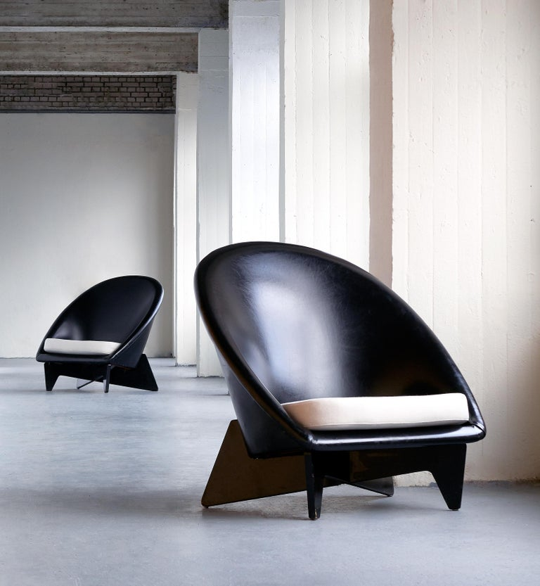 This exceptionally rare pair of lounge chairs was designed by Antti Nurmesniemi for the Palace Hotel in Helsinki in 1952. The chairs were a custom commission to furnish the lobby and other public spaces of the modernist hotel interior. The organic