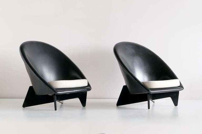 Scandinavian Modern Pair of Antti Nurmesniemi Lounge Chairs Designed for Hotel Palace, Finland, 1952 For Sale