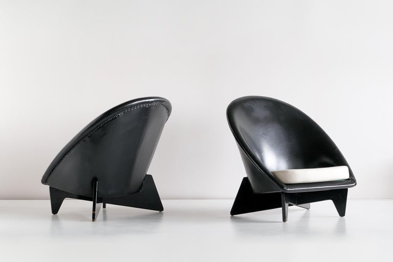 Finnish Pair of Antti Nurmesniemi Lounge Chairs Designed for Hotel Palace, Finland, 1952 For Sale