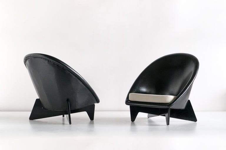 Lacquered Pair of Antti Nurmesniemi Lounge Chairs Designed for Hotel Palace, Finland, 1952 For Sale