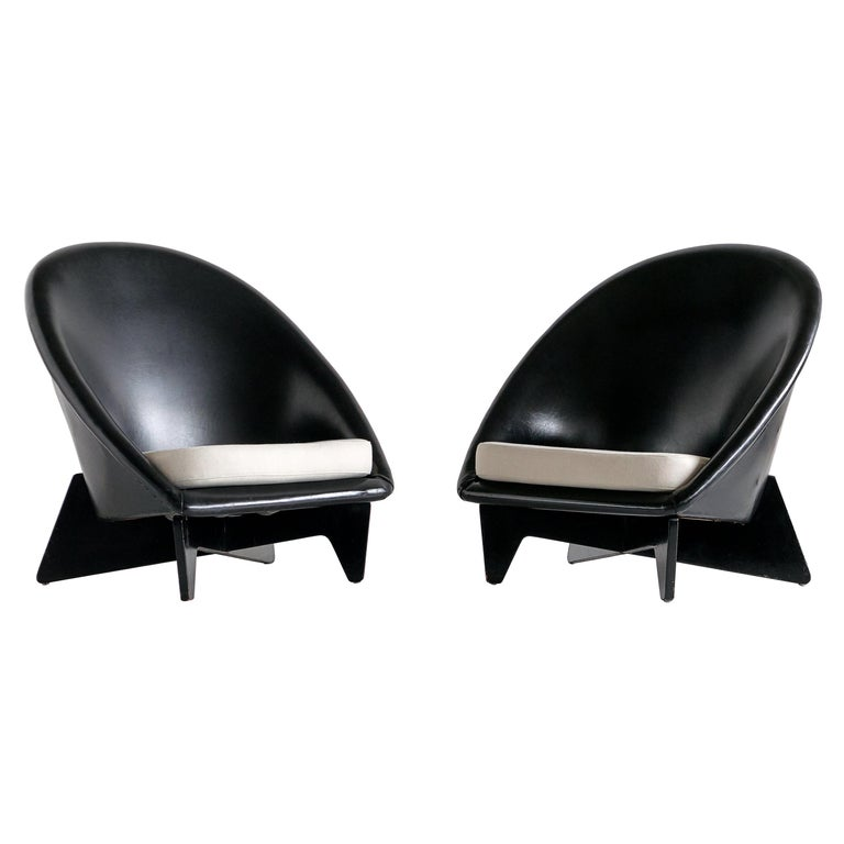 Pair of Antti Nurmesniemi Lounge Chairs Designed for Hotel Palace, Finland, 1952 For Sale
