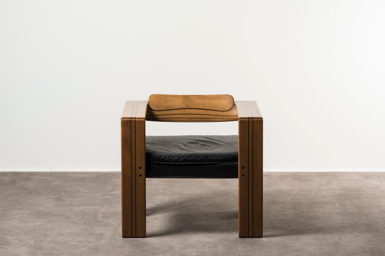 Pair of armchairs, Artona series, by Afra & Tobia Scarpa. Italy, 1975. Manufactured by Maxalto. Wood, leather upholstery. Measures: 72 x 60 x H 67 cm 28.3 x 23.6 x H 26.4 in Please note: Prices do not include VAT. VAT may be applied depending on