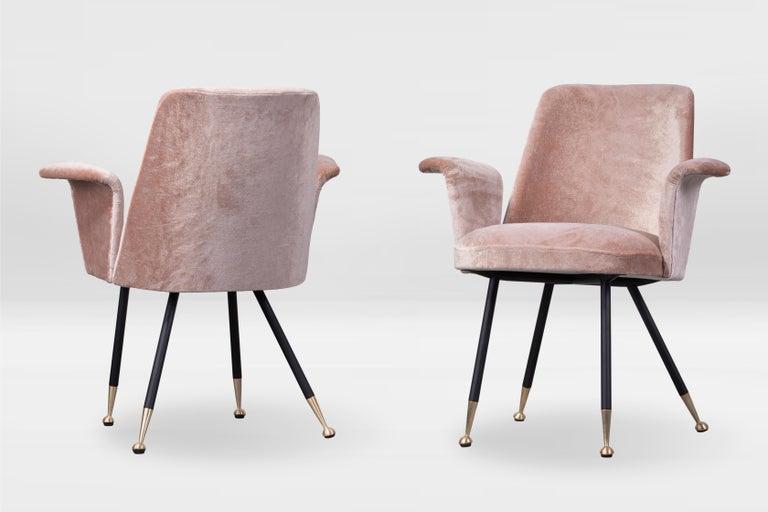Pair of armchairs in the style of Gastone Rinaldi, Italy, 1950s, black lacquered steel legs, brass feet, reupholstered in cotton/silk Dedar velvet (splendido-splendente).