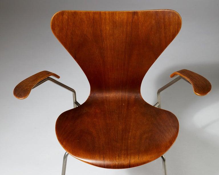 Pair of Armchairs Designed by Arne Jacobsen for Fritz Hansen, Denmark. 1950's.  For Sale 3