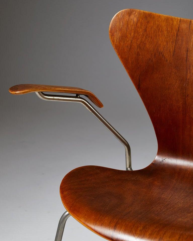 Pair of Armchairs Designed by Arne Jacobsen for Fritz Hansen, Denmark. 1950's.  For Sale 4