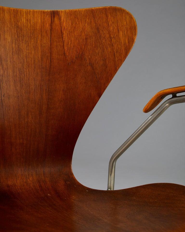 Pair of Armchairs Designed by Arne Jacobsen for Fritz Hansen, Denmark. 1950's.  For Sale 5