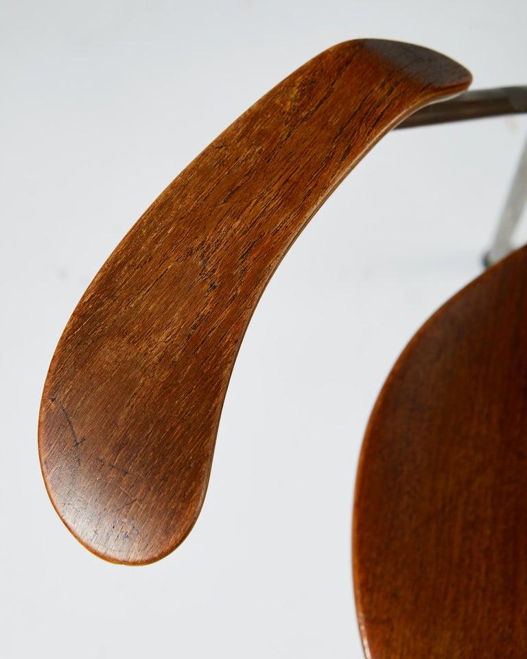 Pair of Armchairs Designed by Arne Jacobsen for Fritz Hansen, Denmark. 1950's.  For Sale 7