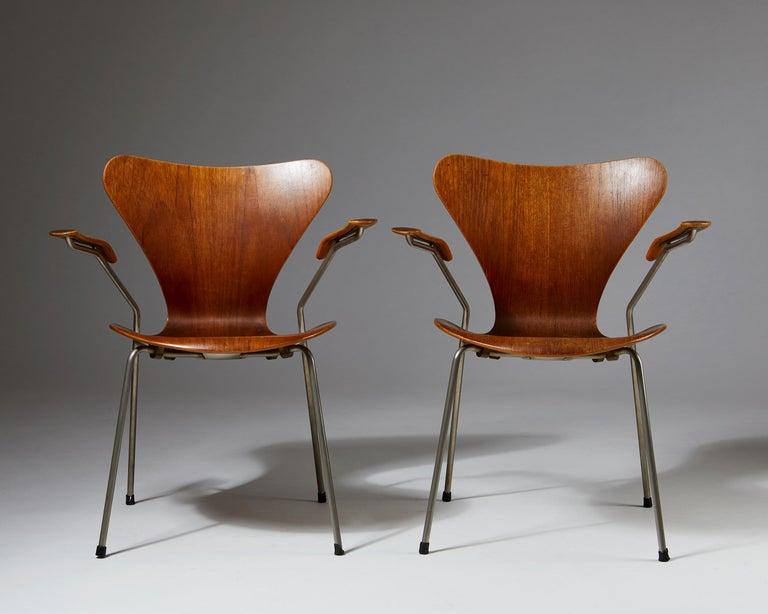 Scandinavian Modern Pair of Armchairs Designed by Arne Jacobsen for Fritz Hansen, Denmark. 1950's.  For Sale