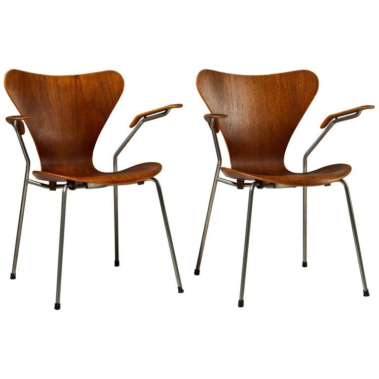 Pair of Armchairs Designed by Arne Jacobsen for Fritz Hansen, Denmark. 1950's.  For Sale