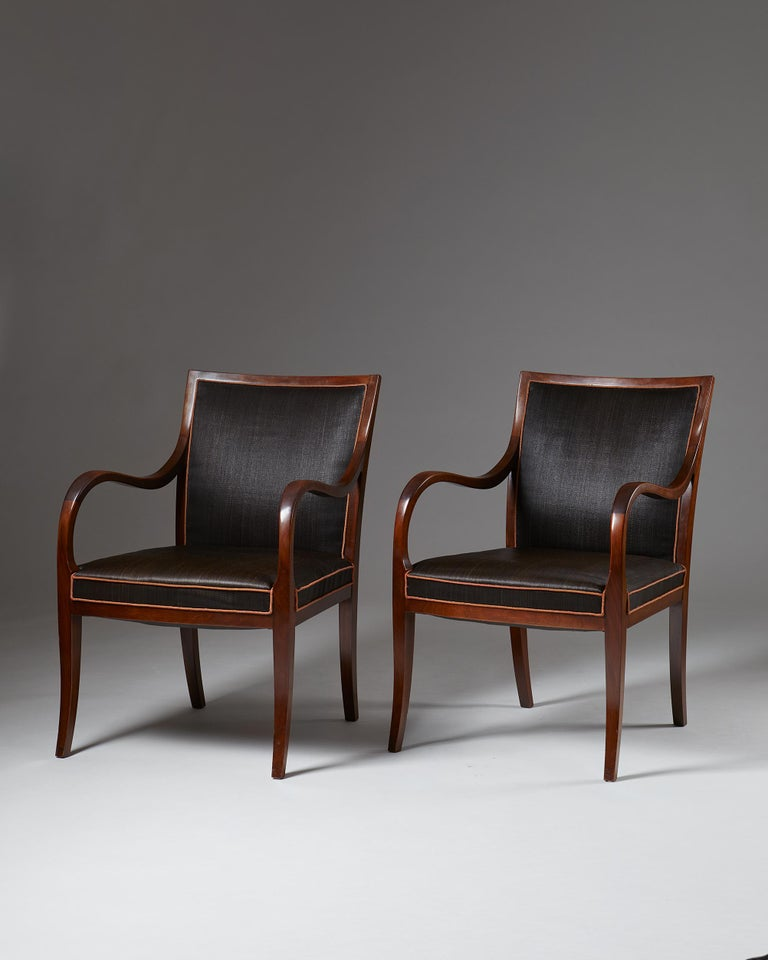 Upholstered in black horsehair and made from mahogany.  Measures: H 85 cm/ 2' 10