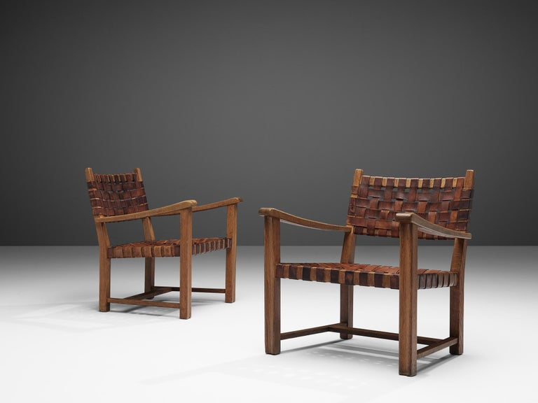 Mid-Century Modern Pair of Armchairs in Cognac Leather and Oak For Sale