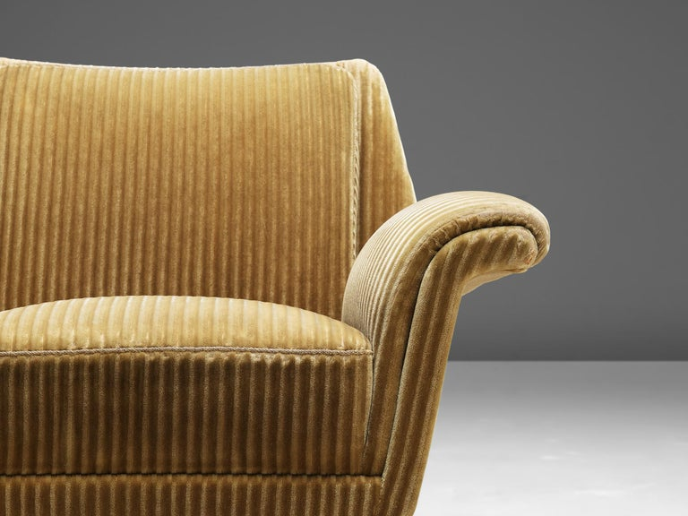 Mid-Century Modern Pair of Armchairs in Yellow Velvet Upholstery For Sale