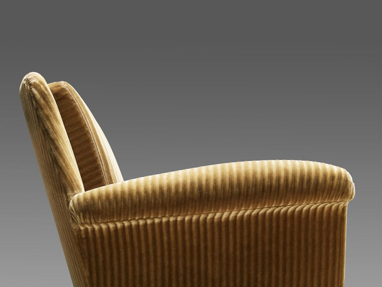 Pair of Armchairs in Yellow Velvet Upholstery For Sale 1