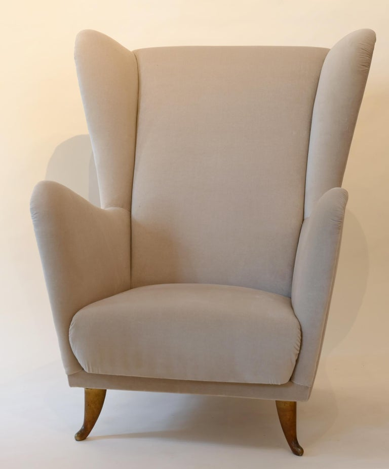 Mid-Century Modern Pair of Armchairs Isa Bergamo with Brass Legs, Midcentury 1950 Italy For Sale